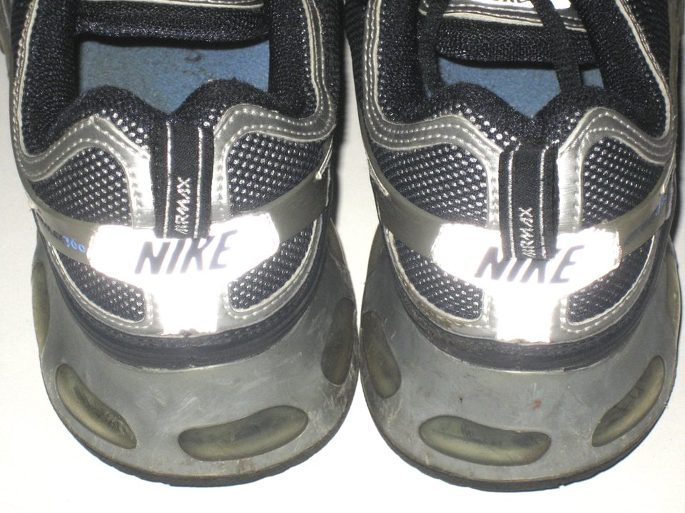 296cc863fd ... Larry Taylor Connecticut Huskies Pregame Worn & Signed Nike Air Max  Sneakers ...