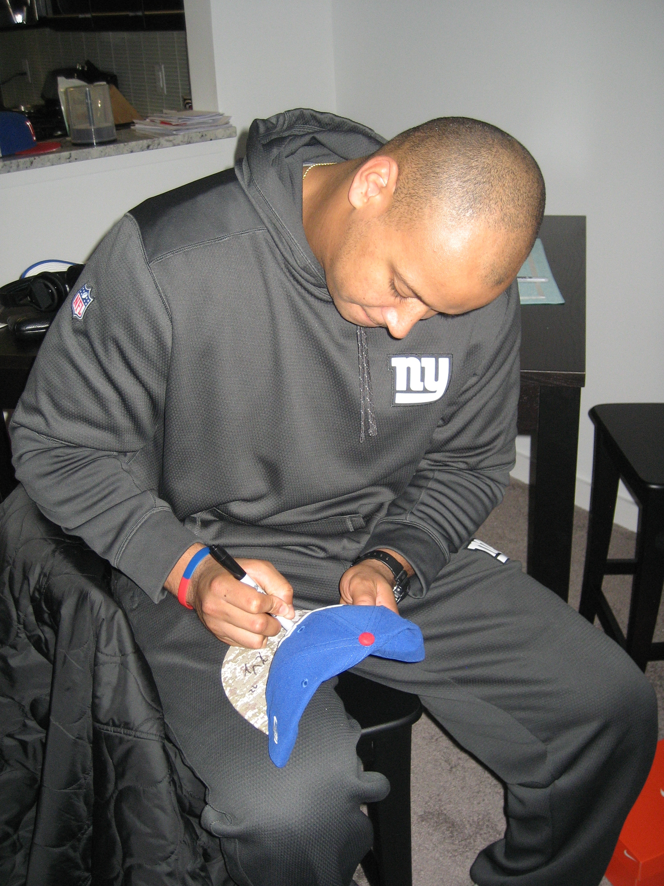 sale retailer 1e9f9 1f3cc Kerry Wynn Signed New York Giants Salute to Service New Era Hat - Inscribed  Support The Troops!