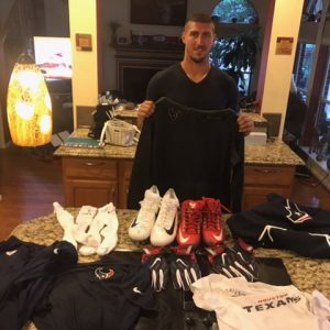 CJ Fiedorowicz with 2016 Houston Texans Game Used & Signed Official Wilson Towel – Good Use!!